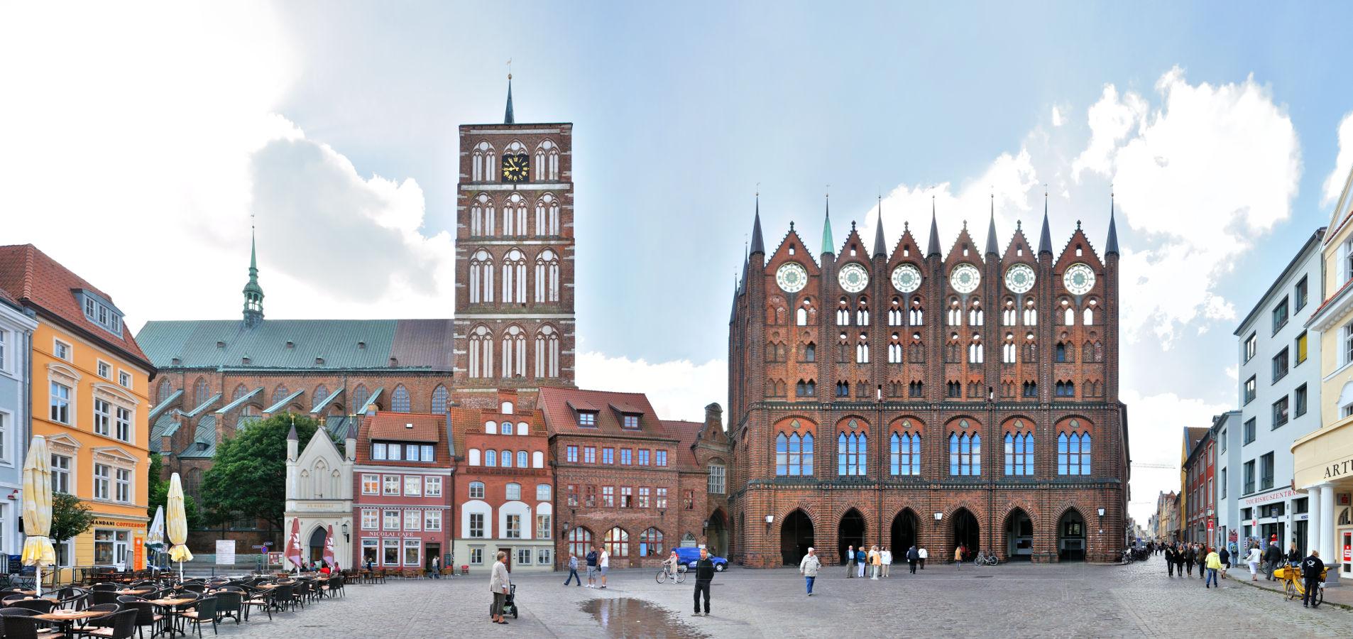 Alter Markt Stralsunder Rathaus Nikolaikirche Panoramastreetline