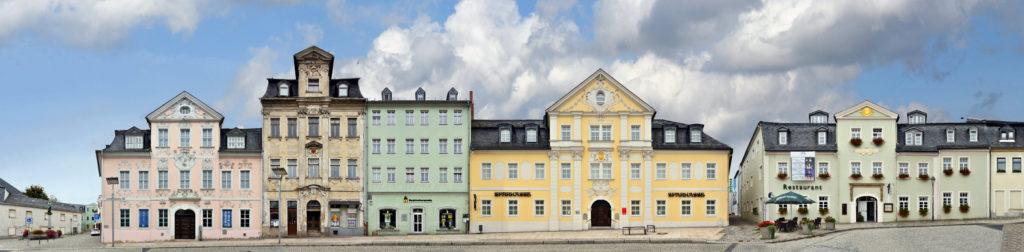 Schneeberg Strassenzug und Fassaden, Architekturfotografie im Panorama