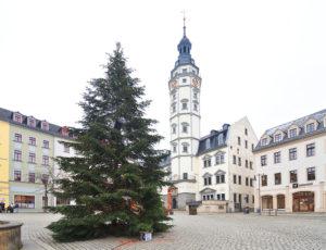 Gera Vogtland, Thüringen, Weihnachtsbaum am Marktplatz mit Rathausturm