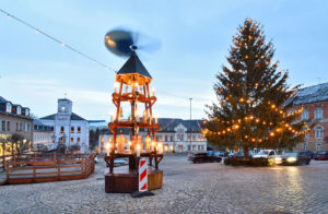 Loessnitz Erzgebirge Christmas Treet Pyramid Decoration